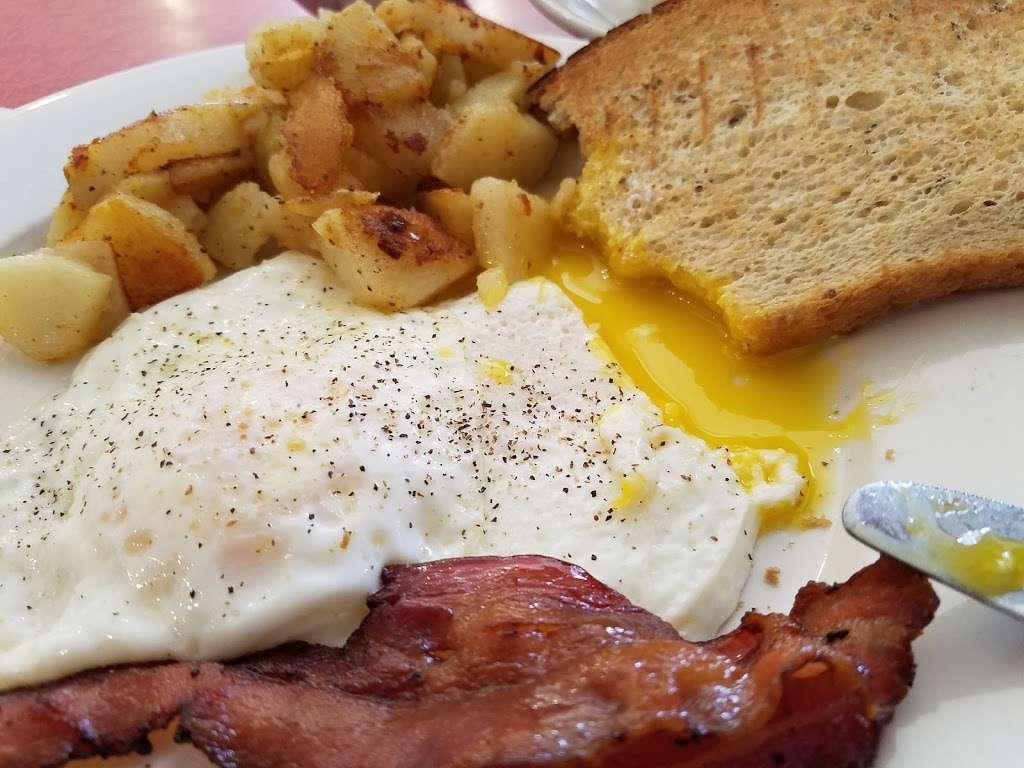 S & G Restaurant - restaurant    Photo 7 of 10   Address: 339 Potomac Ave, Quantico, VA 22134, USA   Phone: (703) 640-7028