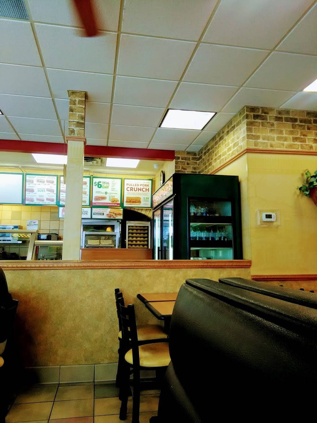 Subway - meal takeaway  | Photo 3 of 10 | Address: 376 White Bear Ave, St Paul, MN 55106, USA | Phone: (651) 735-2718