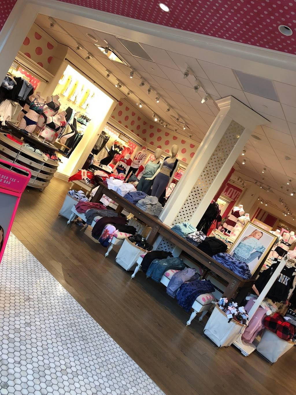 Victorias Secret PINK - clothing store  | Photo 5 of 5 | Address: 2158 St Louis Galleria St, St. Louis, MO 63117, USA | Phone: (314) 862-2108