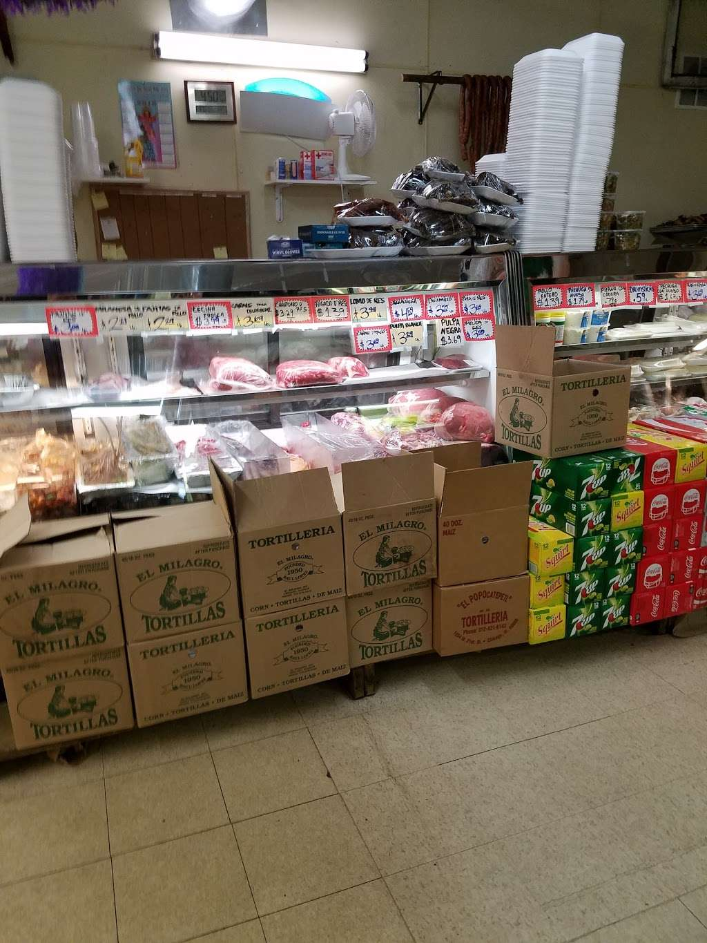 La Flor Grocery Store - store  | Photo 2 of 9 | Address: 10500 S Ave M, Chicago, IL 60617, USA | Phone: (773) 731-9390
