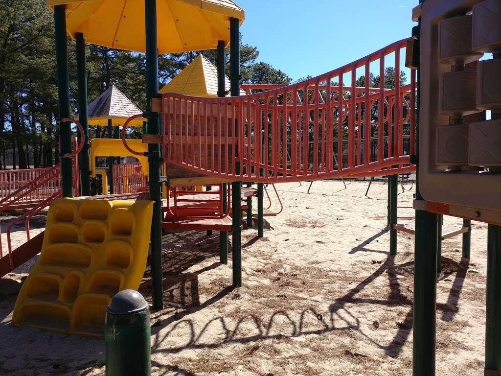 Otsego Park - park  | Photo 3 of 10 | Address: Dix Hills, NY 11746, USA | Phone: (631) 351-3000