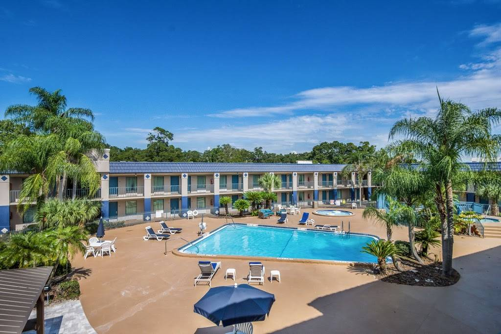 Clarion Inn & Suites Clearwater Central - lodging    Photo 3 of 8   Address: 20967 US Hwy 19 N, Clearwater, FL 33765, USA   Phone: (727) 799-1181