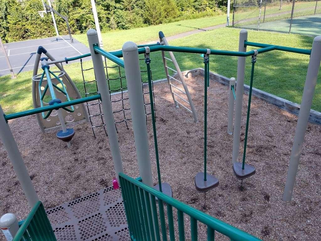 Levelle W. Dupell Park - park  | Photo 10 of 10 | Address: 6812 Newington Rd, Lorton, VA 22079, USA | Phone: (703) 324-8732