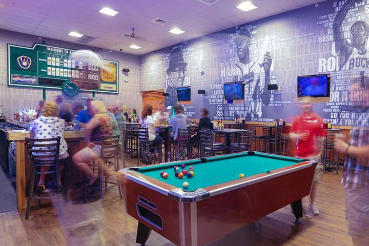 Headquarters Bar & Grill - restaurant  | Photo 3 of 10 | Address: 101 Concord Dr, Oregon, WI 53575, USA | Phone: (608) 291-0750