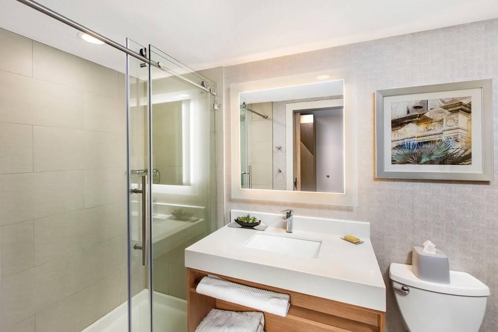 DoubleTree by Hilton San Antonio Northwest - lodging  | Photo 10 of 10 | Address: 6809 N Loop 1604 W, San Antonio, TX 78249, USA | Phone: (210) 690-0300