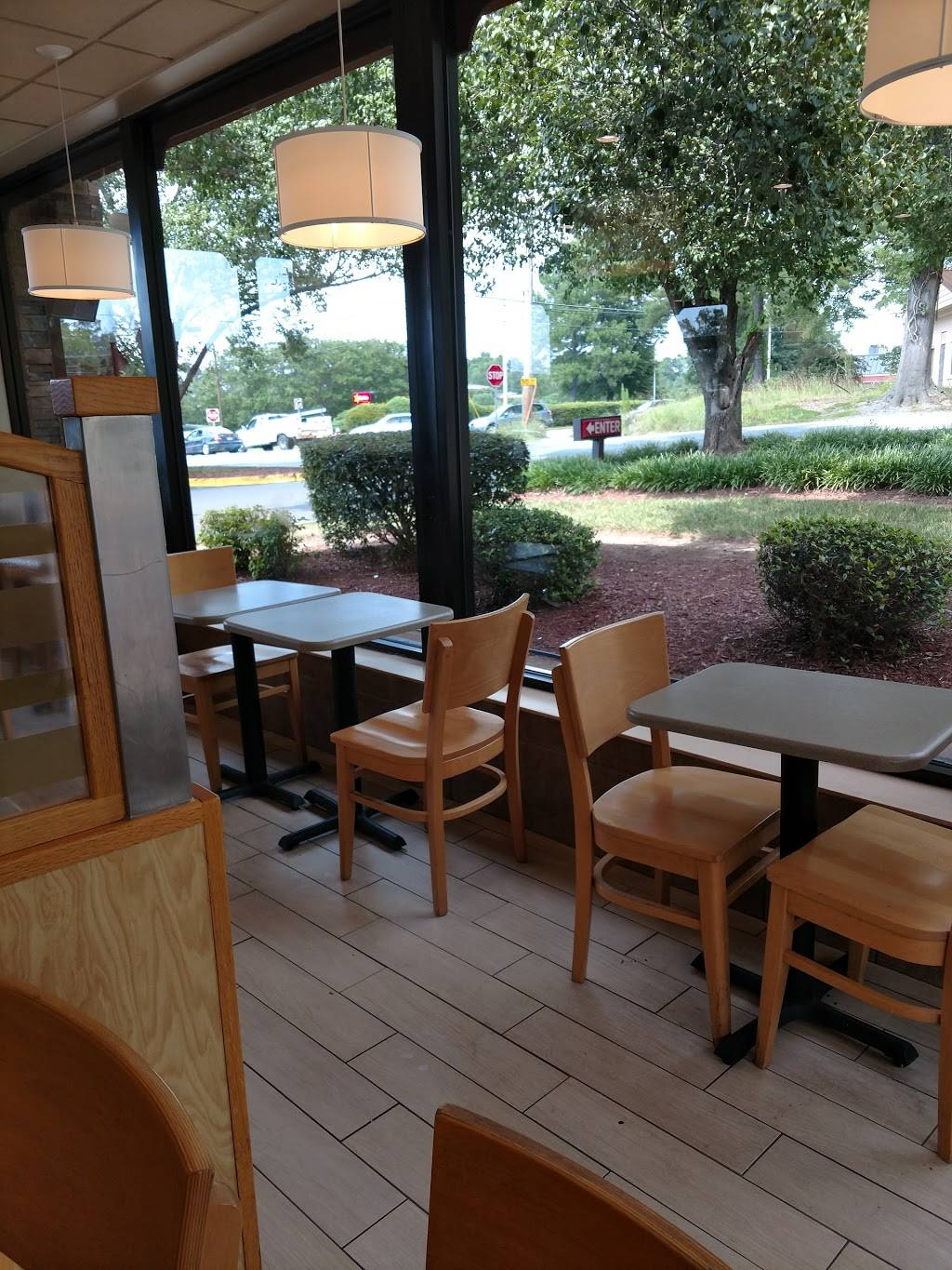 Wendys - restaurant  | Photo 4 of 8 | Address: 100 Scarlet Dr, Chapel Hill, NC 27517, USA | Phone: (919) 967-8624