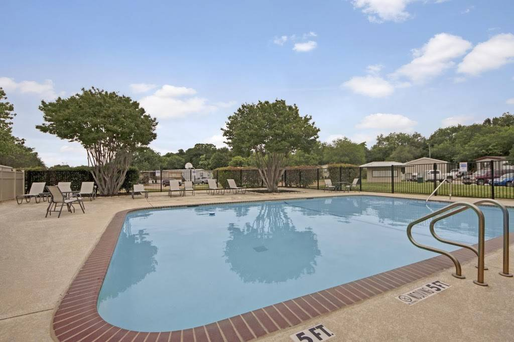 Arlington Lakeside - rv park    Photo 2 of 8   Address: 3211 W Division St, Arlington, TX 76012, USA   Phone: (817) 277-5509