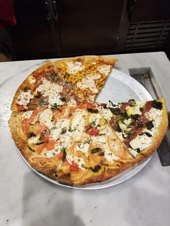 Wahizza - meal takeaway  | Photo 6 of 10 | Address: 4484 Broadway, New York, NY 10040, USA | Phone: (212) 837-8088