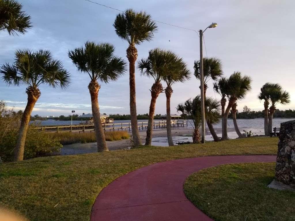 Veterans Memorial Park Edgewater Florida - park  | Photo 4 of 10 | Address: 1851-1899 S Riverside Dr, Edgewater, FL 32141, USA