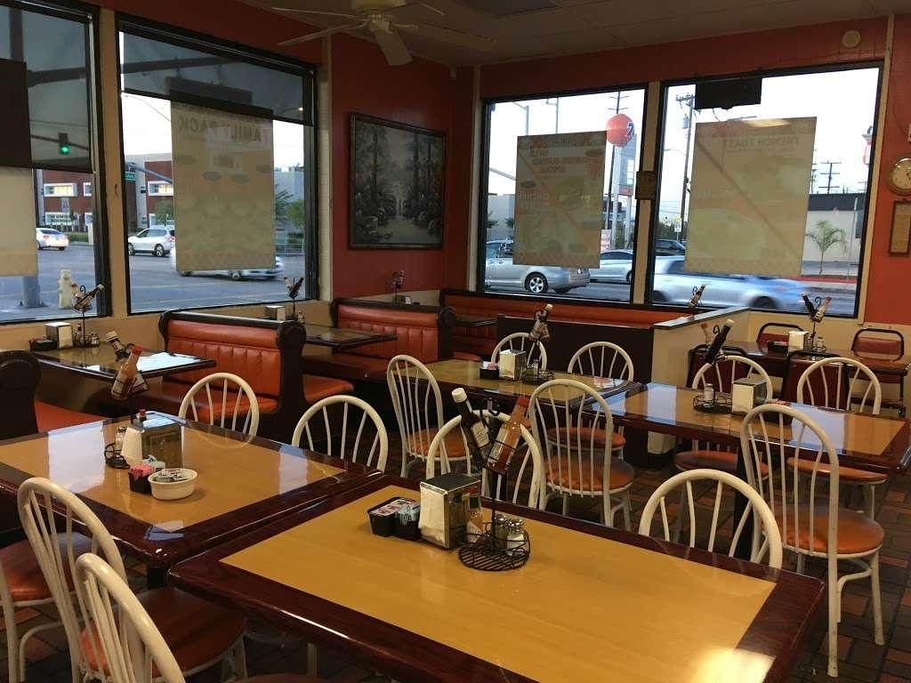 Cougars Burgers - restaurant  | Photo 1 of 10 | Address: 12800 S Inglewood Ave, Hawthorne, CA 90250, USA | Phone: (310) 675-5519