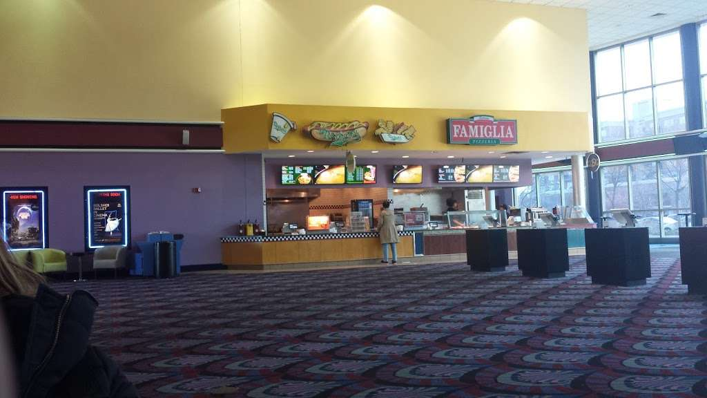 Edgewater Multiplex Cinemas - movie theater  | Photo 4 of 10 | Address: 339 River Rd, Edgewater, NJ 07020, USA | Phone: (800) 315-4000