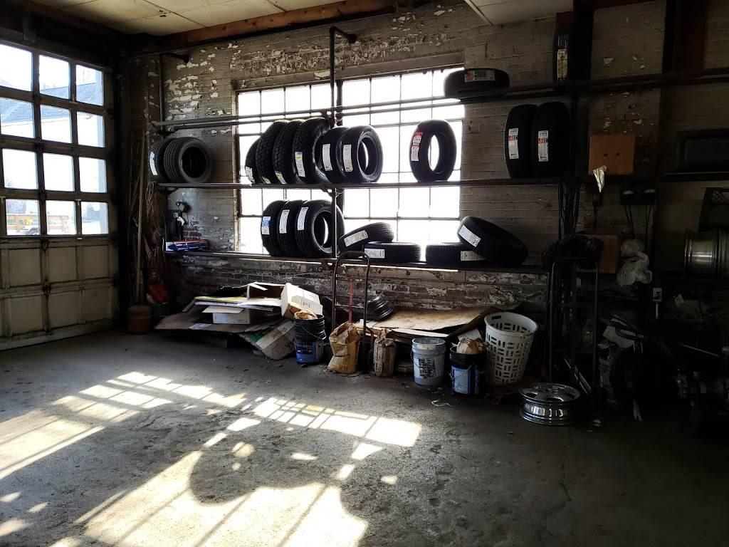 Raaker Tire Service - car repair  | Photo 3 of 9 | Address: 1002 Park Ave, Newport, KY 41071, USA | Phone: (859) 292-0224
