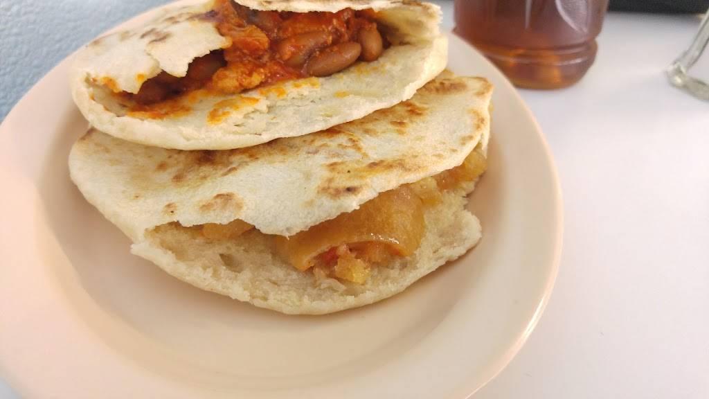 Gorditas El Atoron - restaurant  | Photo 2 of 10 | Address: Calle Niños Héroes, Av Reforma 1407, El Barreal, 32040 Cd Juárez, Chih., Mexico | Phone: 656 375 0476