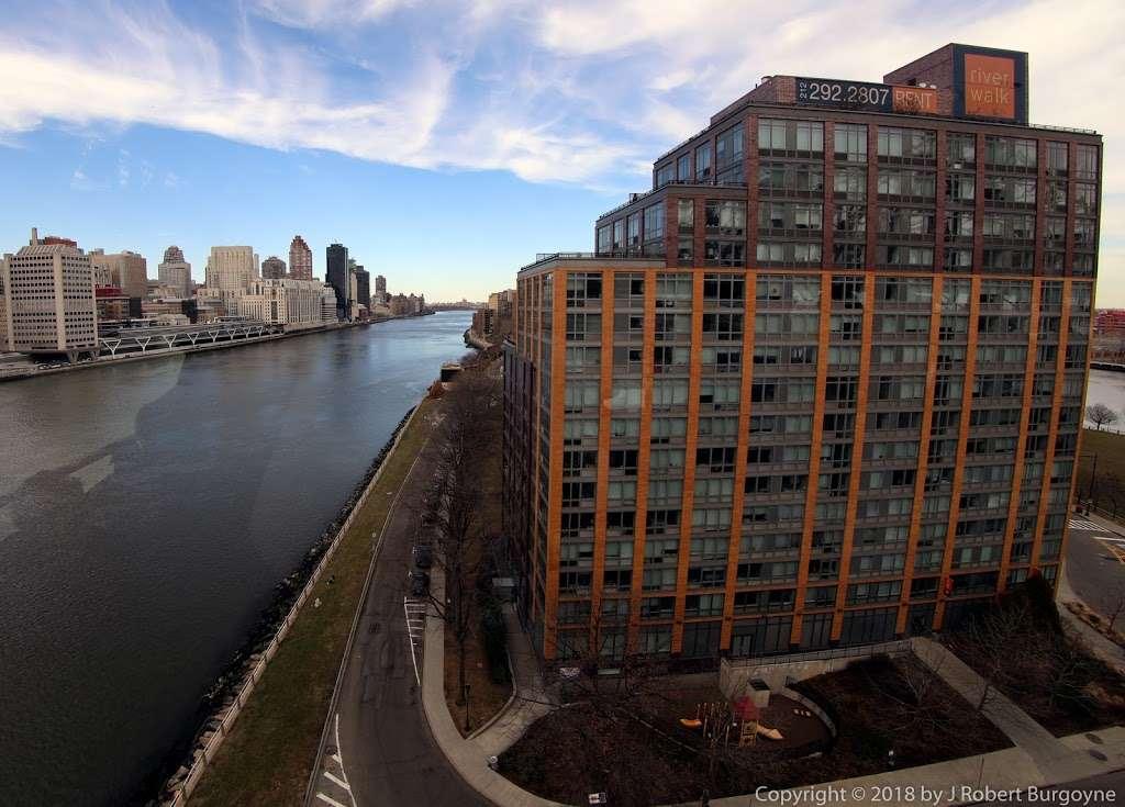 Riverwalk Crossing Luxury Apartments - real estate agency  | Photo 7 of 10 | Address: 405 Main St, New York, NY 10044, USA | Phone: (646) 992-4143