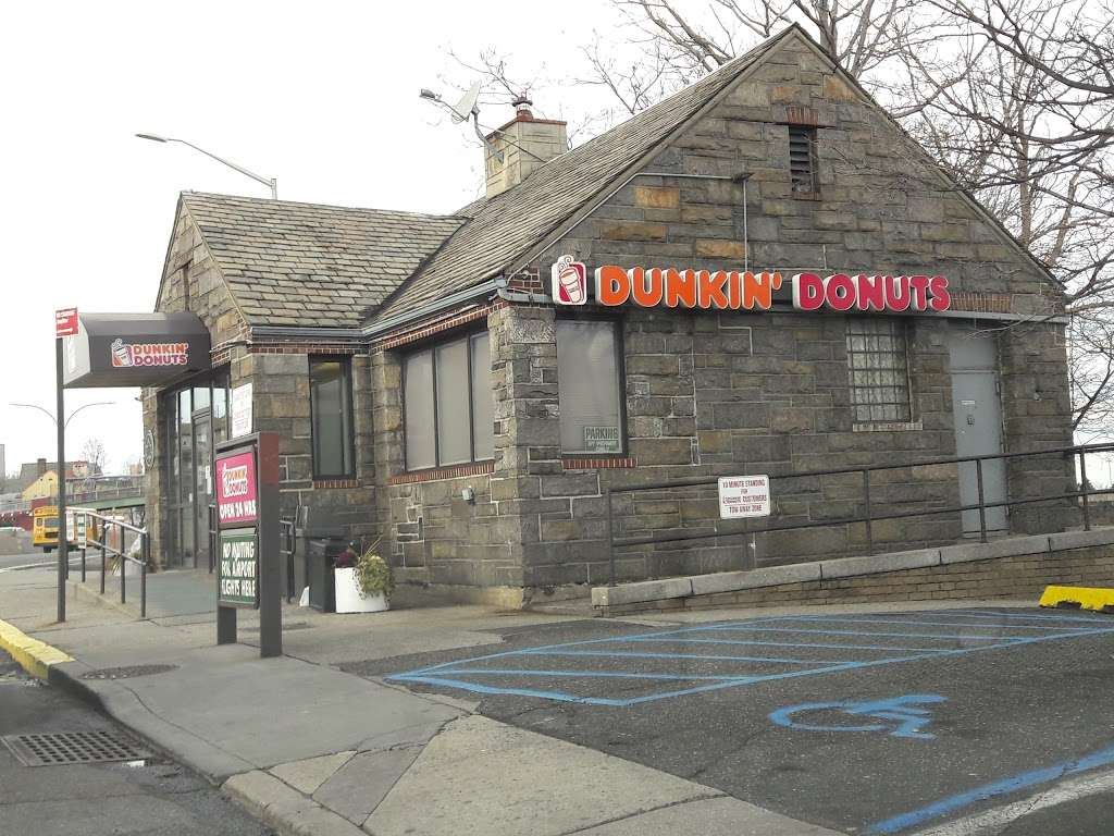 Dunkin Donuts - cafe  | Photo 6 of 10 | Address: Gulf Gas Station, 10801 Grand Central Pkwy, East Elmhurst, NY 11369, USA | Phone: (718) 478-1926