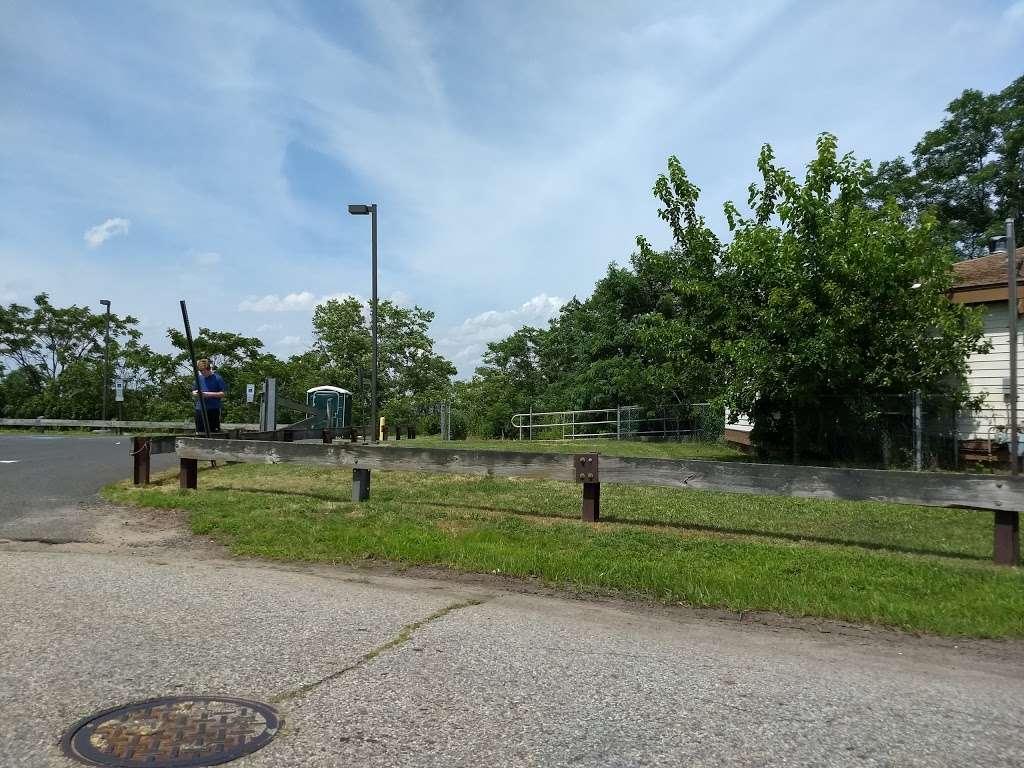 Pirate's Cove - park  | Photo 7 of 10 | Address: 449 Raritan Blvd, Keyport, NJ 07735, USA | Phone: (908) 587-4137