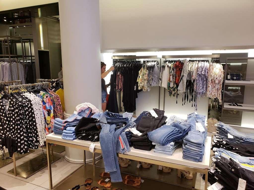 Zara - clothing store  | Photo 2 of 10 | Address: 101 5th Ave, New York, NY 10003, USA | Phone: (212) 741-0555