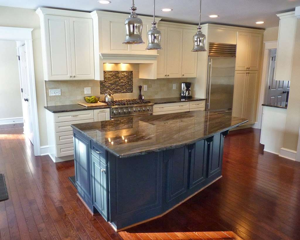 093cedbfcb3 Photo by Wenonah Cabinetry (Show full size)