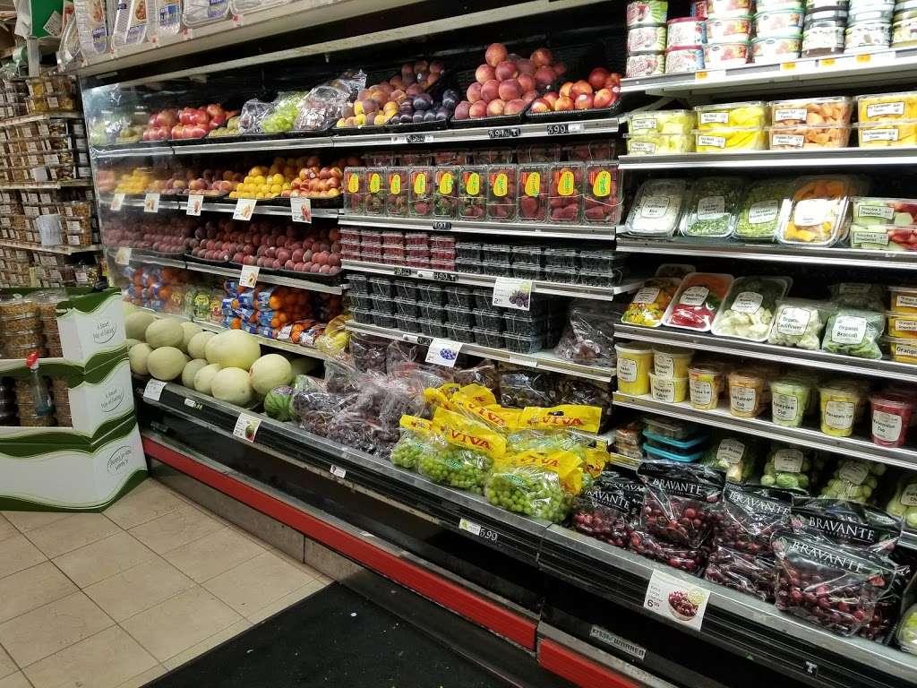 DeCicco Family Markets - supermarket    Photo 2 of 9   Address: 58 East Pkwy, Scarsdale, NY 10583, USA   Phone: (914) 725-3807