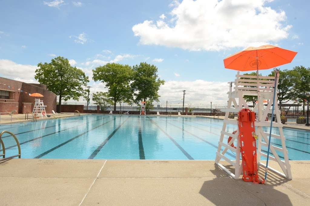 Lyons Pool Recreation Center - gym  | Photo 10 of 10 | Address: 20 Victory Blvd, Staten Island, NY 10301, USA | Phone: (718) 816-5255