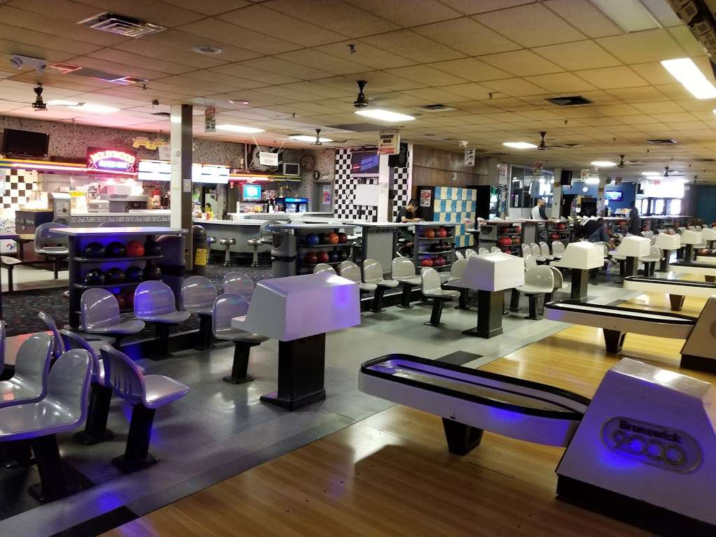 Hudson Lanes - bowling alley  | Photo 1 of 10 | Address: 1 Garfield Ave, Jersey City, NJ 07305, USA | Phone: (201) 432-5900