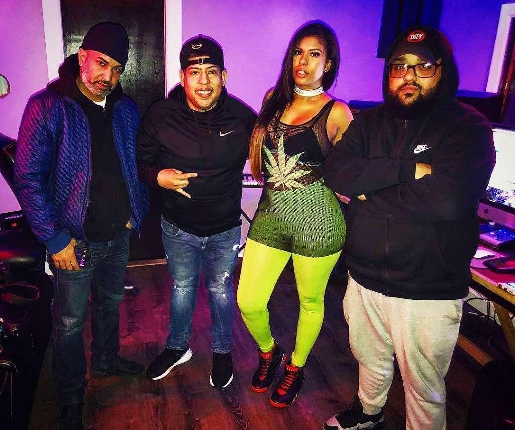 BeBe Soundz Studios - electronics store  | Photo 9 of 10 | Address: 300 E Tremont Ave, Bronx, NY 10457, USA | Phone: (929) 393-0516