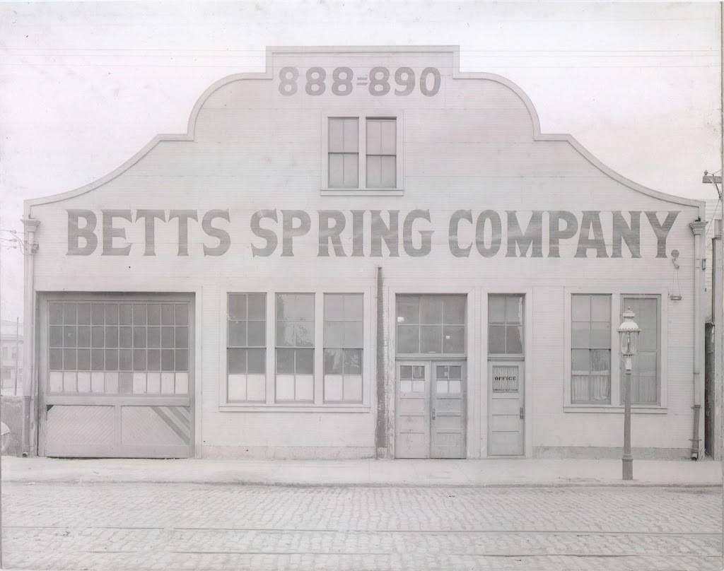 Betts Truck Parts & Service - car repair    Photo 10 of 10   Address: 2867 S Maple Ave, Fresno, CA 93725, USA   Phone: (559) 498-8624