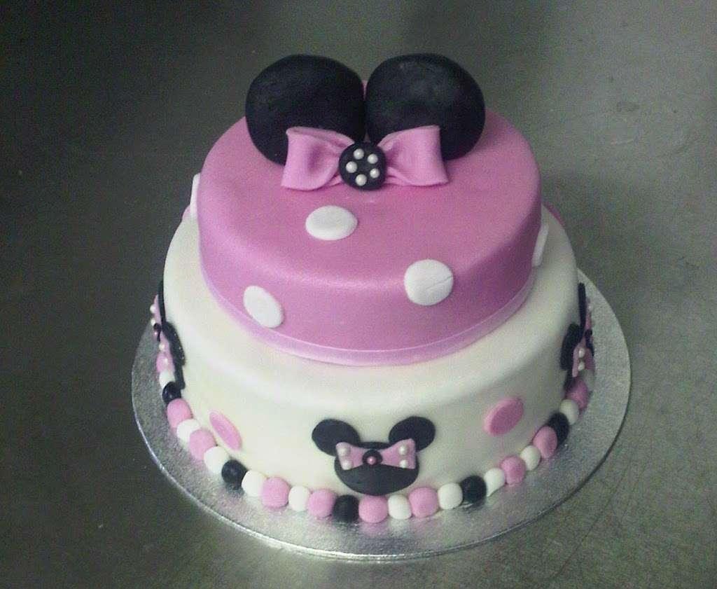 Mrs Cs - bakery  | Photo 3 of 10 | Address: 158 Hollybush Ln, Welwyn Garden City AL7 4JU, UK | Phone: 01707 330097