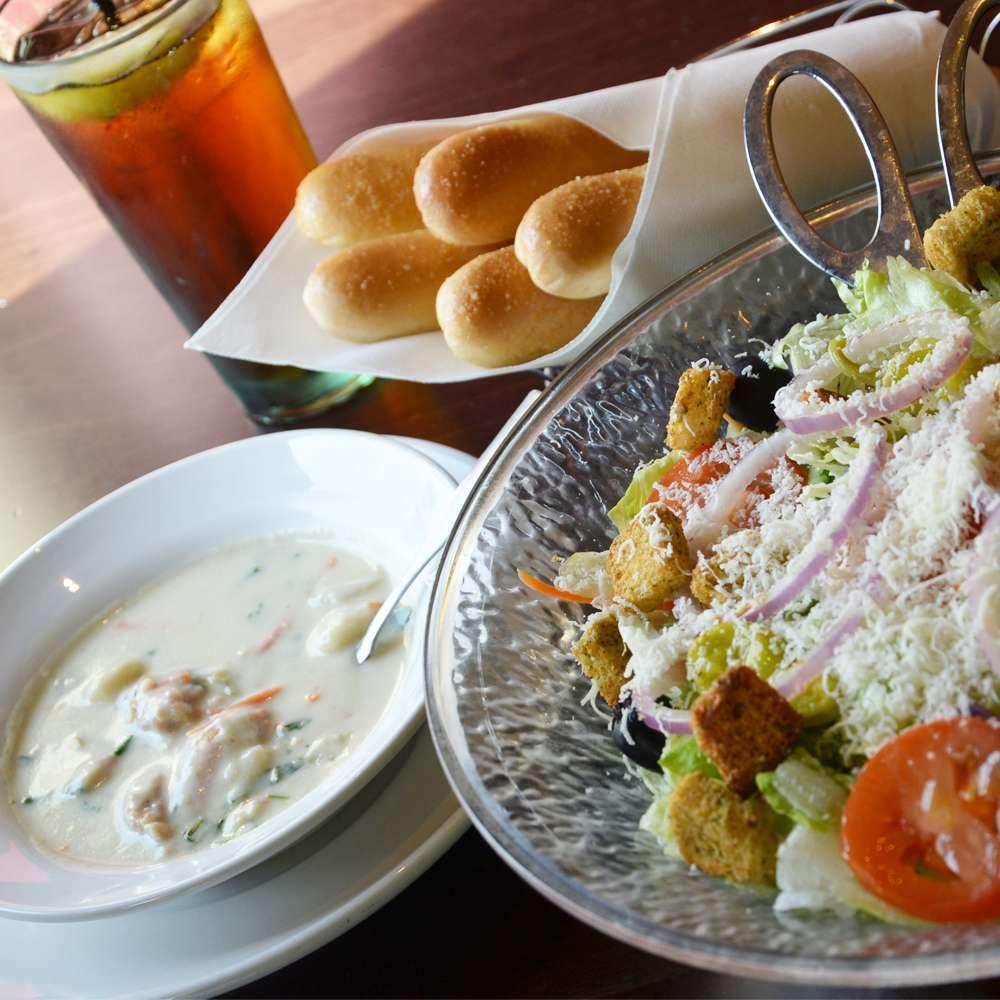 Olive Garden Italian Restaurant - meal takeaway  | Photo 4 of 10 | Address: 505 Gateway Dr, Brooklyn, NY 11239, USA | Phone: (718) 348-1071