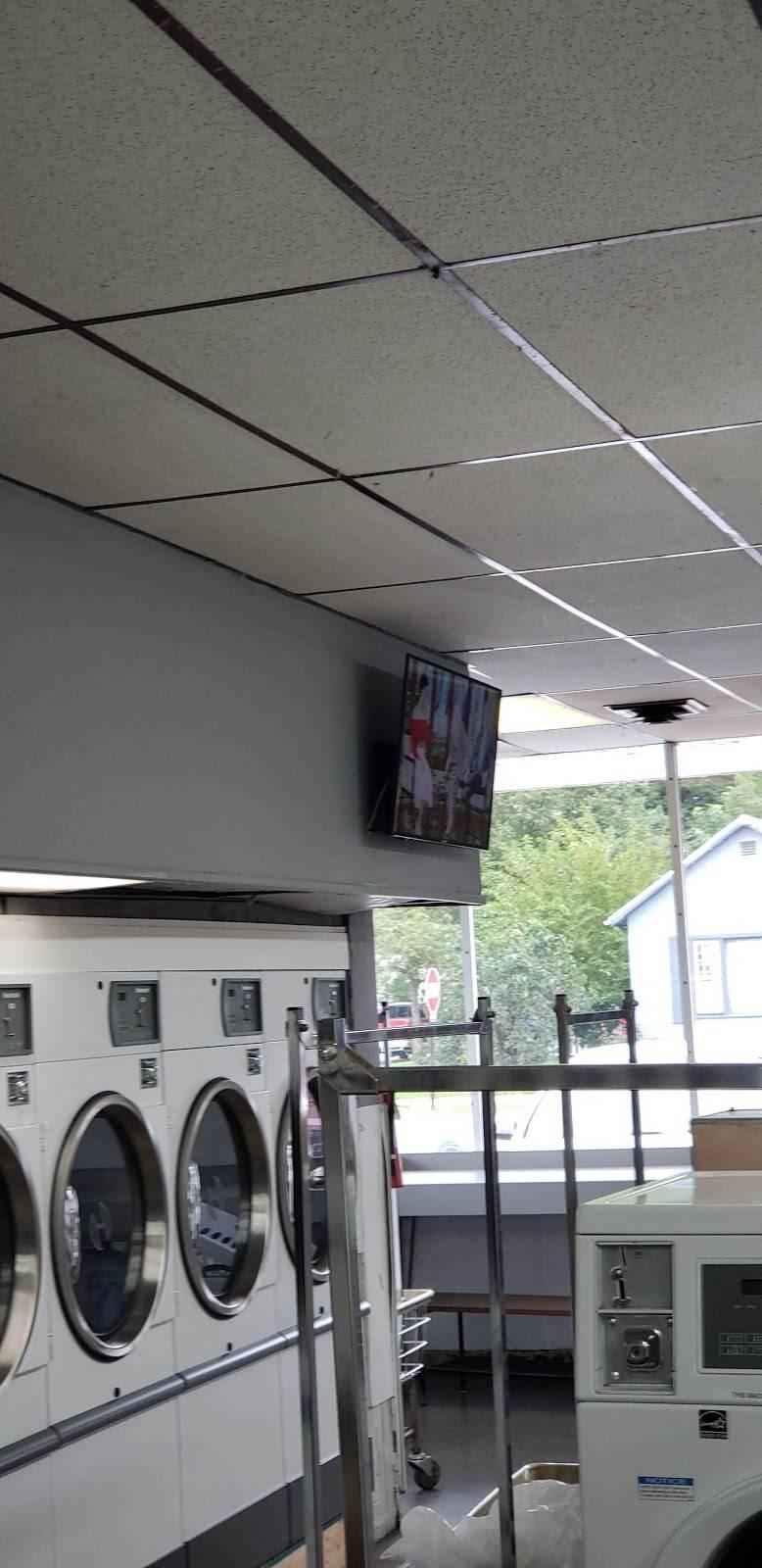 Maumee Laundry - laundry  | Photo 7 of 9 | Address: 122 E Indiana Ave, Maumee, OH 43537, USA | Phone: (419) 893-6351