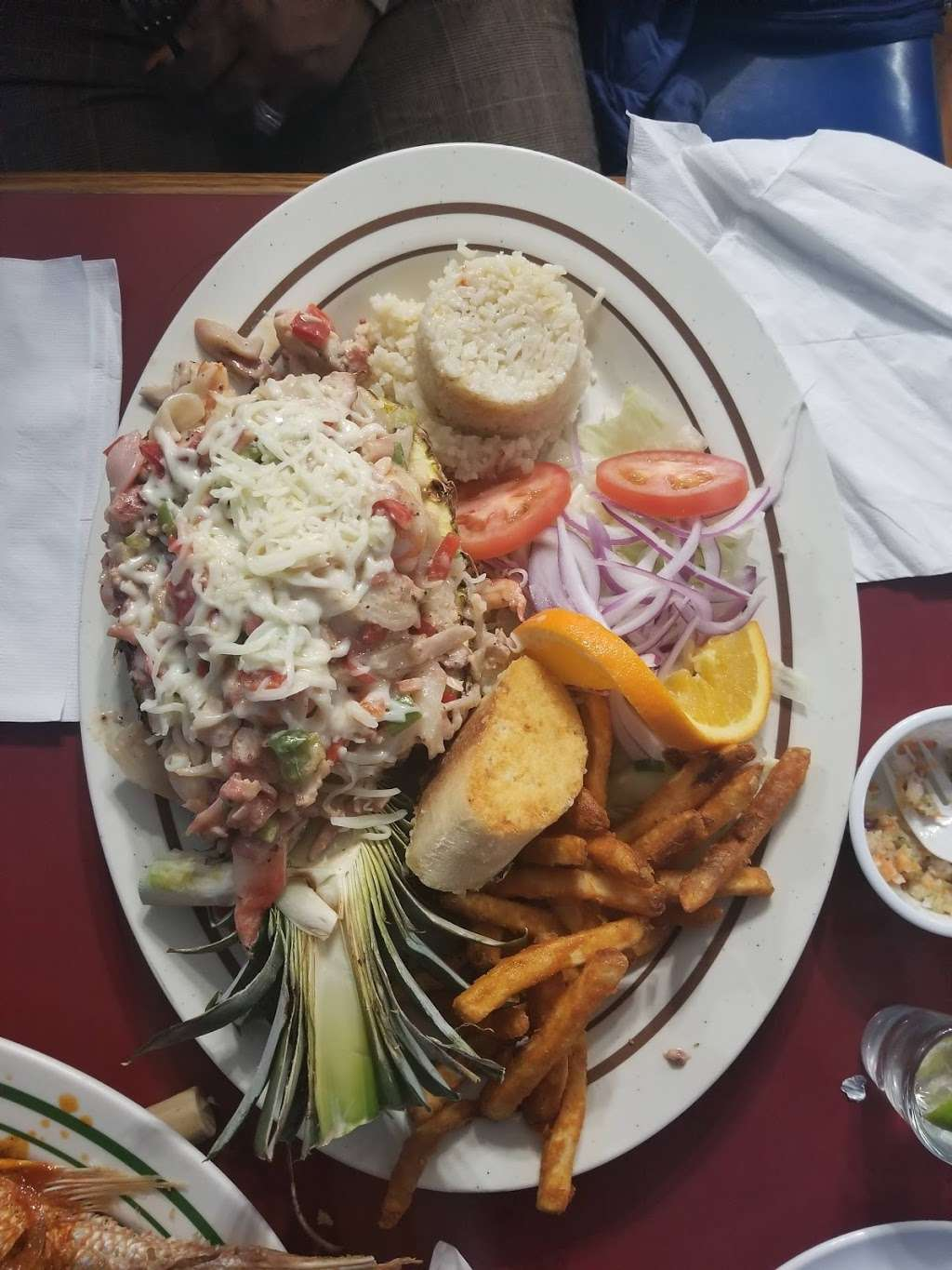 Mariscos El Malecon - restaurant  | Photo 2 of 10 | Address: 9706 S Commercial Ave, Chicago, IL 60617, USA | Phone: (872) 901-0642