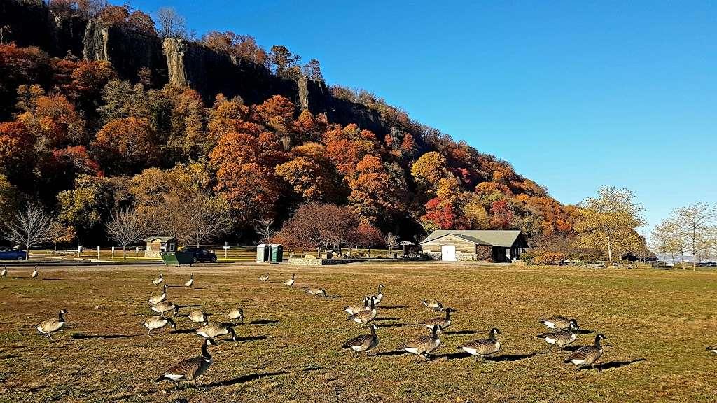 Fort Lee Historic Park - park  | Photo 6 of 10 | Address: Hudson Terrace, Fort Lee, NJ 07024, USA | Phone: (201) 461-1776