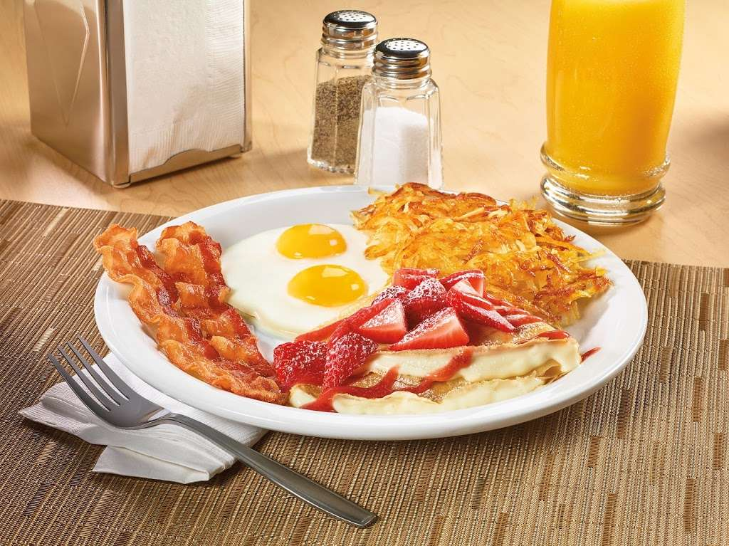 Dennys - restaurant  | Photo 7 of 10 | Address: 7207 Garth Rd, Baytown, TX 77521, USA | Phone: (281) 839-1191
