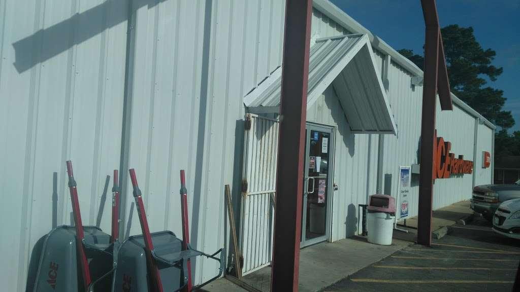 Hometown Hardware - hardware store    Photo 2 of 2   Address: 2205 13th St, Hempstead, TX 77445, USA   Phone: (979) 826-3372