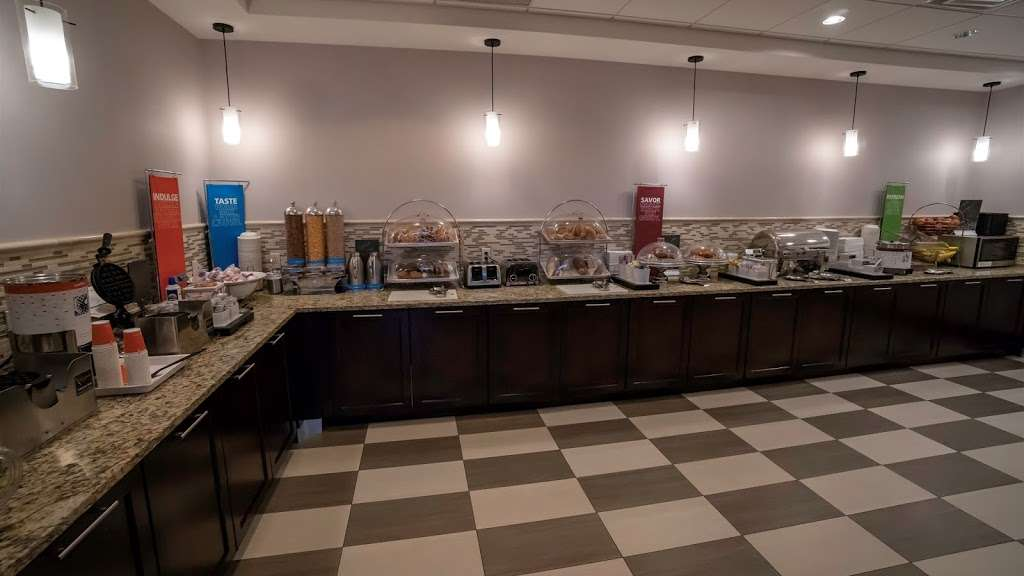 Hampton Inn Carlstadt-At The Meadowlands - lodging    Photo 4 of 10   Address: 304 Paterson Plank Rd, Carlstadt, NJ 07072, USA   Phone: (201) 935-9000