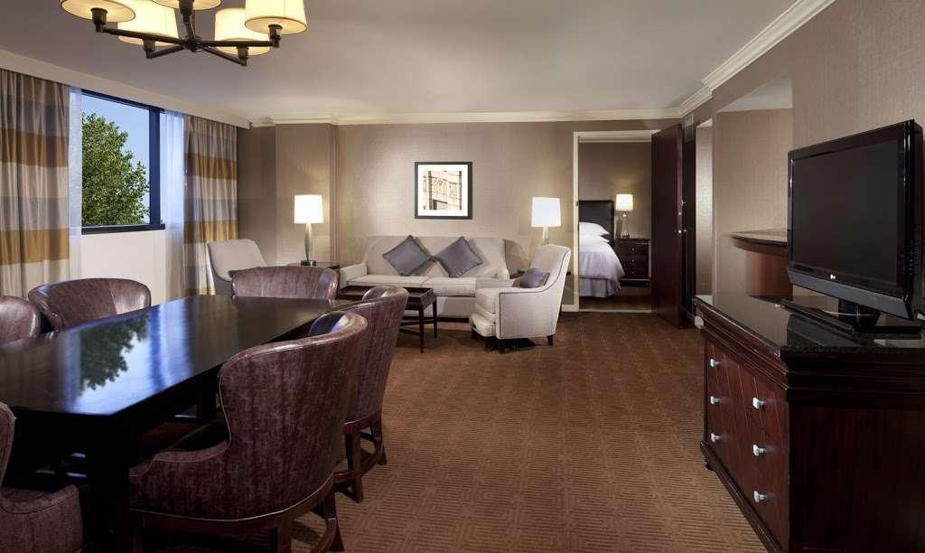 Sheraton DFW Airport Hotel - lodging  | Photo 9 of 10 | Address: 4440 W John Carpenter Fwy, Irving, TX 75063, USA | Phone: (972) 929-8400