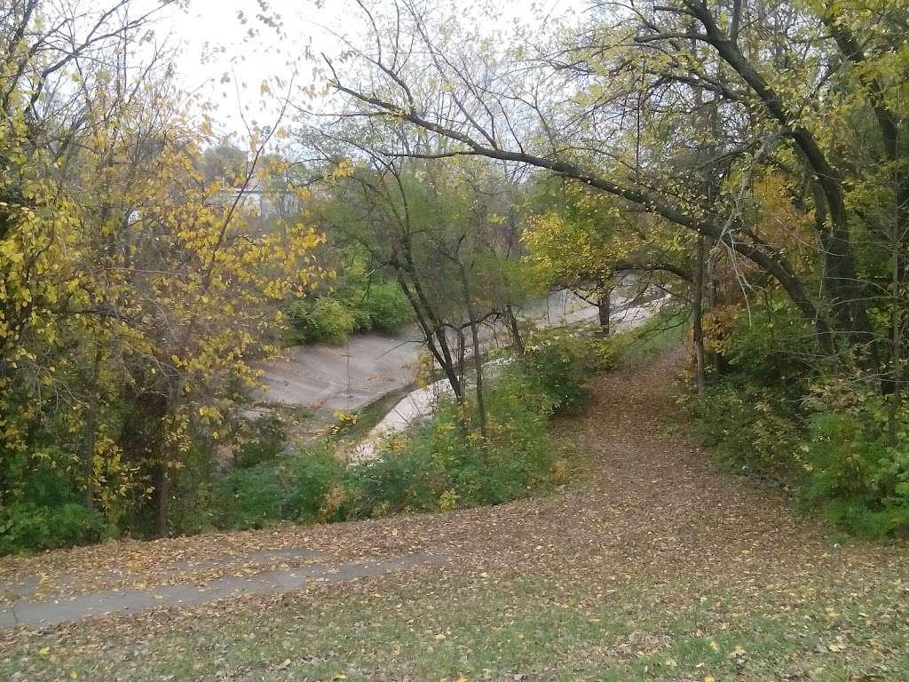 Heathwood Park - park  | Photo 1 of 10 | Address: 1021 Parallel Pkwy, Kansas City, KS 66104, USA | Phone: (913) 573-5000