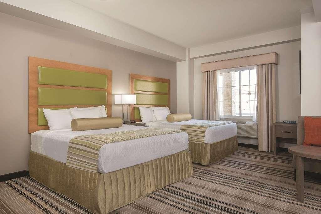 La Quinta Inn & Suites Brooklyn East - lodging  | Photo 7 of 10 | Address: 1412 Pitkin Ave, Brooklyn, NY 11233, USA | Phone: (718) 735-0915