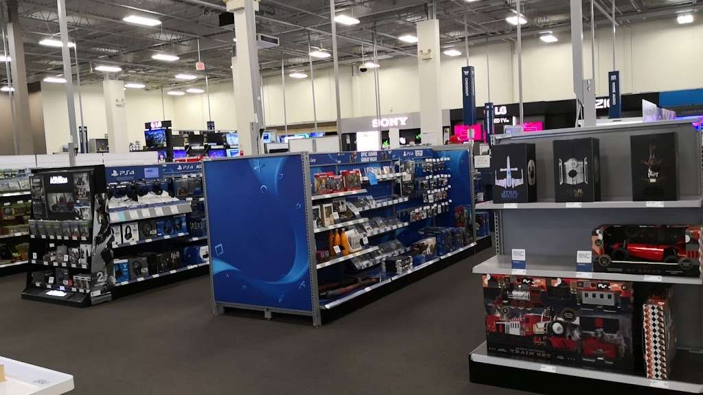 Best Buy - electronics store  | Photo 5 of 10 | Address: 925 Paterson Plank Rd, Secaucus, NJ 07094, USA | Phone: (201) 325-2277
