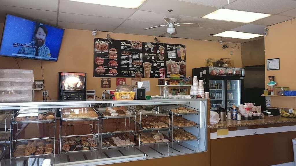 Masters Donuts - bakery  | Photo 4 of 10 | Address: 14050 Cherry Ave # Q, Fontana, CA 92337, USA | Phone: (909) 350-0911
