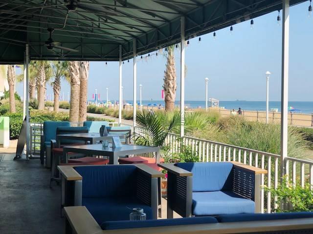 Hemingways Restaurant & Bar Pilar - restaurant  | Photo 3 of 10 | Address: 2101 Atlantic Ave, Virginia Beach, VA 23451, USA | Phone: (757) 419-2544