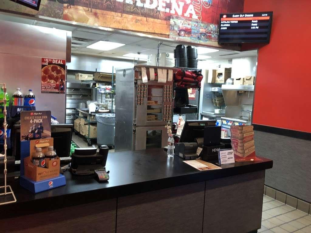 Pizza Hut - restaurant  | Photo 2 of 10 | Address: 1269 N Lake Ave, Pasadena, CA 91104, USA | Phone: (626) 398-3700