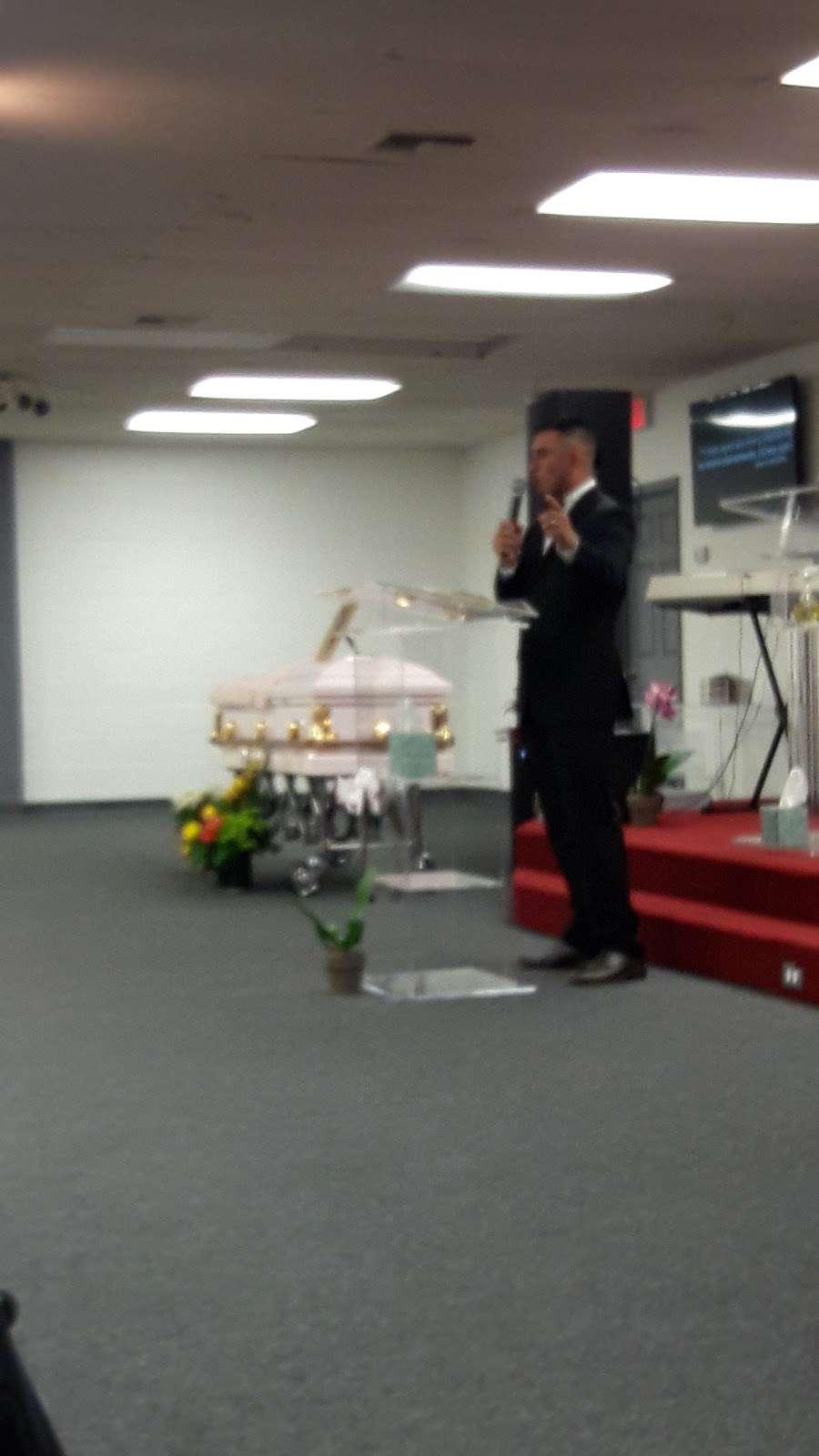 Iglesia Cristiana Pan De Vida Cristian church - church  | Photo 9 of 10 | Address: 2506 W Mt Houston Rd, Houston, TX 77038, USA | Phone: (832) 953-6611