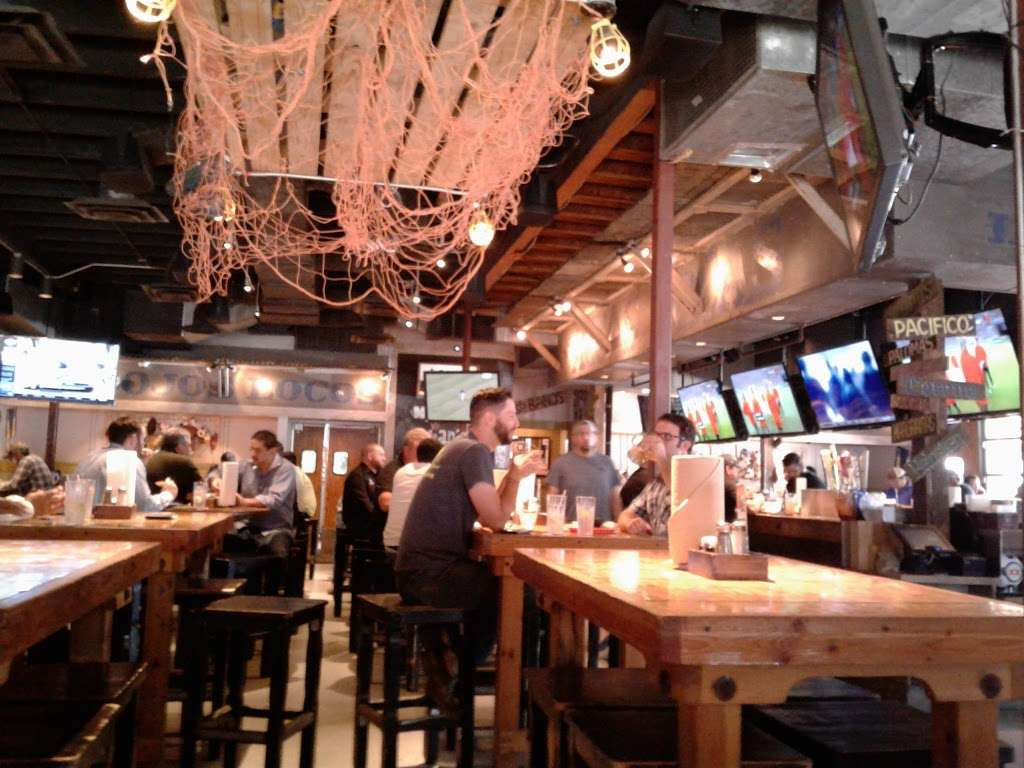 Ojos Locos Sports Cantina - Dallas - restaurant  | Photo 4 of 10 | Address: 10230 Technology Blvd E, Dallas, TX 75220, USA | Phone: (972) 354-5626