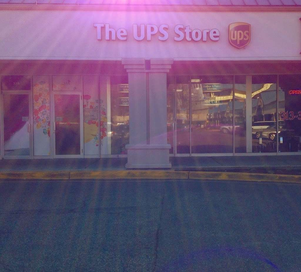 The UPS Store - store  | Photo 10 of 10 | Address: 725 River Rd Ste 32, Edgewater, NJ 07020, USA | Phone: (201) 941-2165