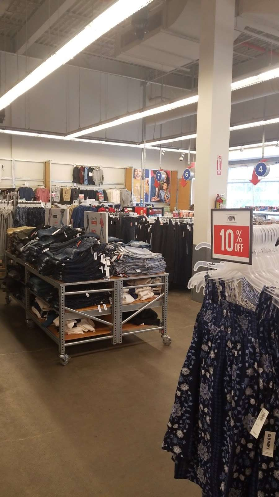 Old Navy - clothing store  | Photo 8 of 10 | Address: 139-15 20th Ave, College Point, NY 11356, USA | Phone: (718) 461-6986