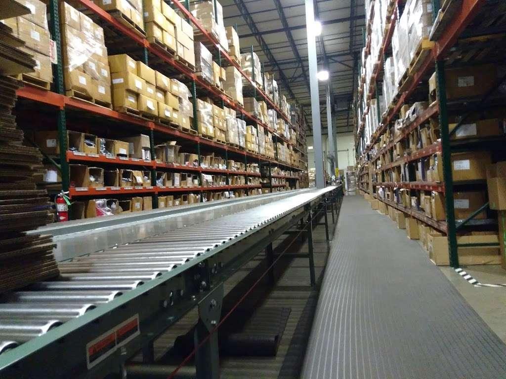 LeSaint Logistics - storage  | Photo 5 of 8 | Address: 868 W Crossroads Pkwy, Romeoville, IL 60446, USA | Phone: (630) 243-5950