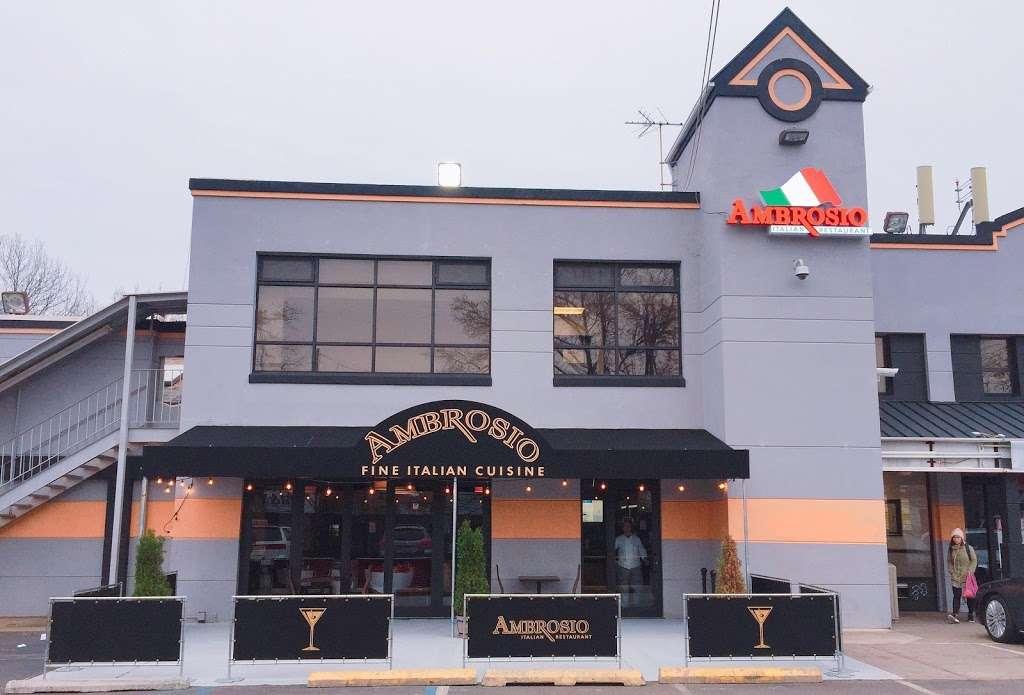 Ambrosio Italian Restaurant & Banquet Hall - restaurant  | Photo 4 of 10 | Address: 2071 Clove Rd, Staten Island, NY 10304, USA | Phone: (718) 524-7174