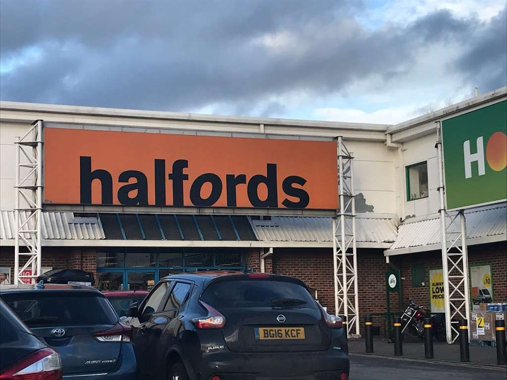Halfords - bicycle store    Photo 3 of 9   Address: Sevenoaks Retail Park, Old Otford Rd, Sevenoaks TN14 5EW, UK   Phone: 01732 454148