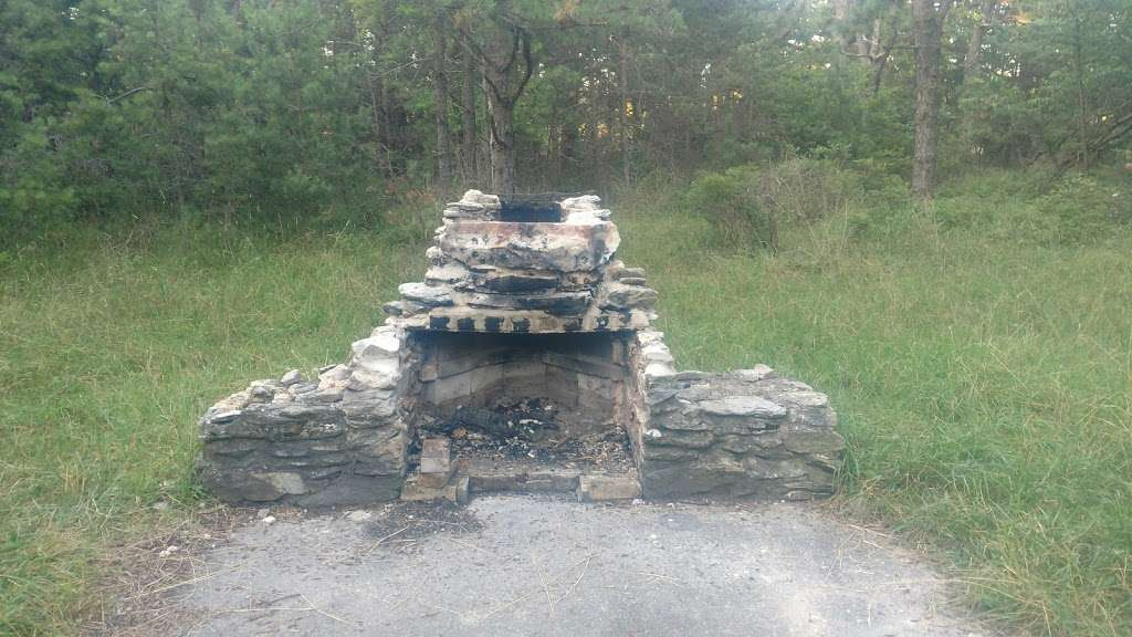 Big Flats Appalachian Trail Parking Lot - parking  | Photo 6 of 10 | Address: 2749 Shippensburg Rd, Biglerville, PA 17307, USA